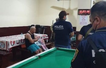 El narcotraficante Faustino Ramón Aguayo Cabañas durante el allanamiento de su celda esta mañana.