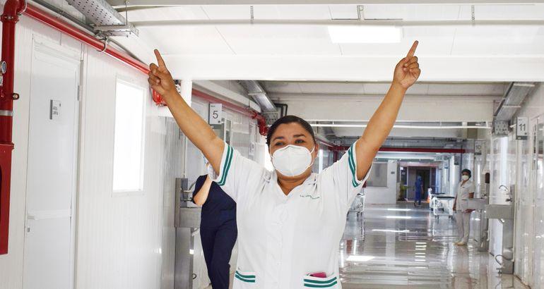 Miriam Arrúa, del Hospital Nacional, fue la primera profesional de salud  en recibir la vacuna Sputnik V en Paraguay. La inoculación fue realizada por el  ministro de Salud, doctor Julio Mazzoleni.