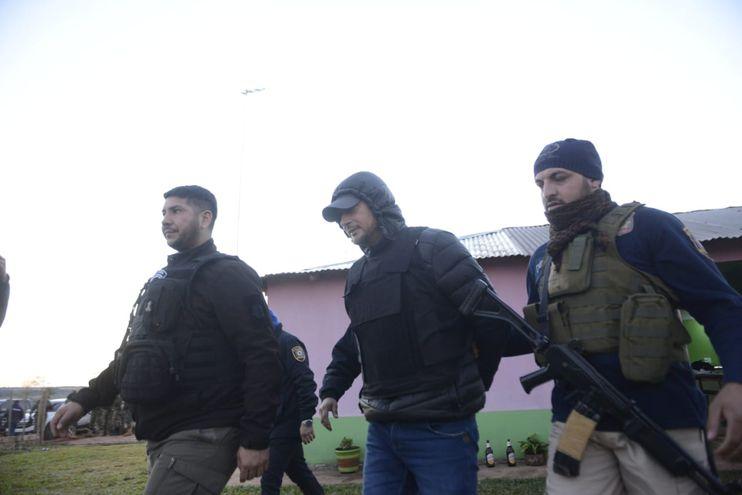 Emilio Darío Riveros Espínola (centro), detenido este lunes en San Joaquín.
