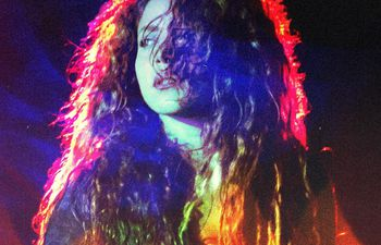 """Shakira en la portada de su nuevo sencillo """"Don't wait up""""."""