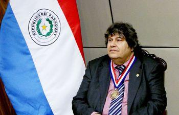 zenon-franco-con-la-medalla-de-la-orden-nacional-al-merito-comuneros-de-diputados--224041000000-1659487.jpg