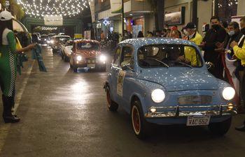 Son 47 los autos antiguos, sports y clásicos que partieron anoche y tomarán parte del 32 Gran Premio del Paraguay.