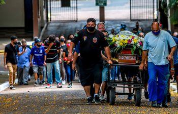 Funeral de Joao Alberto Silveira Freitas, hombre negro muerto en manos de guardias de un supermercado en Brasil.