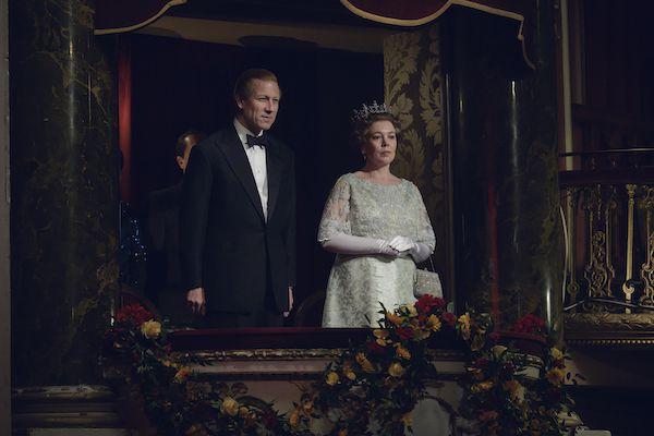 """Tobias Menzies y Olivia Colman en """"The Crown""""."""