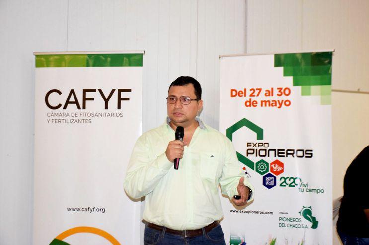 El Ing. Agr. Miguel Colmán, coordinador de Programas de Cafyf, durante su exposición en la jornada en Loma Plata, Chaco.
