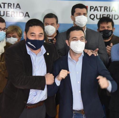 Eduardo Nakayama y Sebastián García, tras anunciar la candidatura oficial del representante del Partido Liberal.