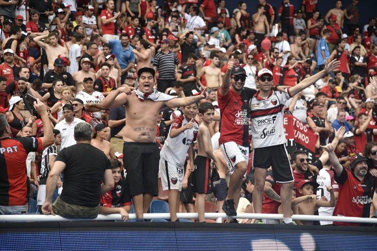 Los hinchas de Colón se vinieron en gran número para apoyar a su equipo en la final de la Sudamericana.
