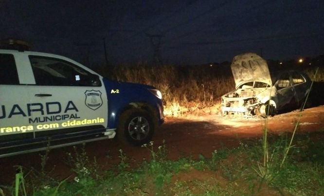 El automóvil fue encontrado recién ayer en una zona descampada de Foz.