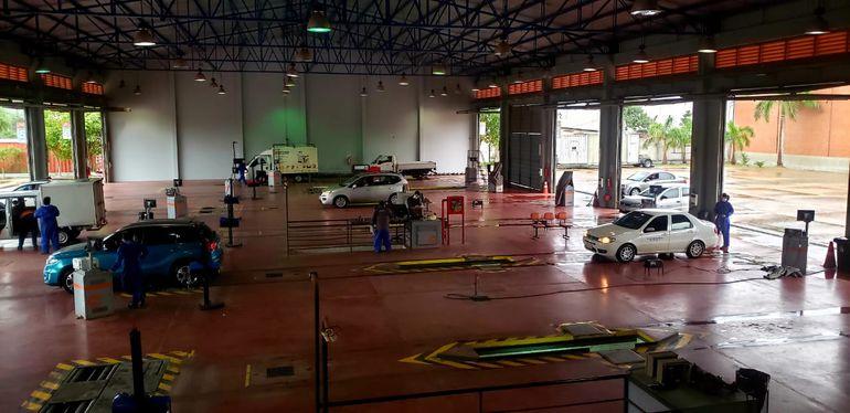 En los talleres de Ivesur hoy no se registran largas filas de espera, a diferencia de años anteriores.