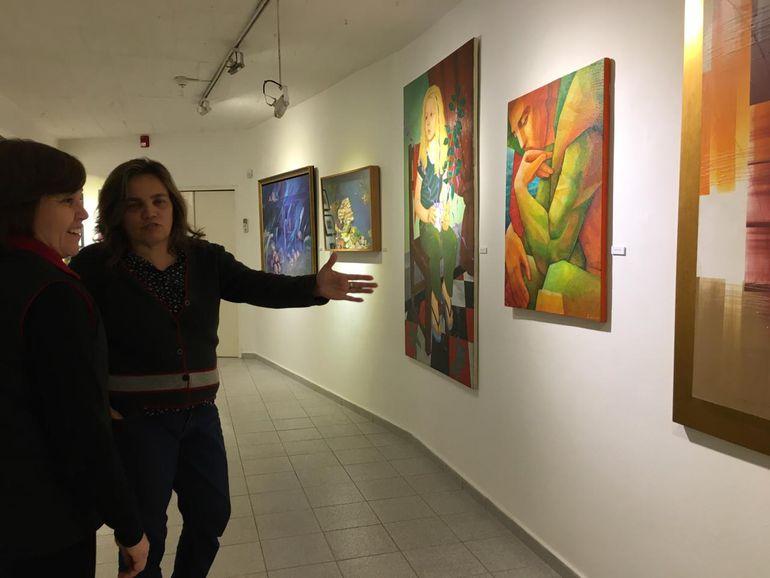 """El evento """"Noche de galerías"""" volvió a convocar esta noche a una gran cantidad de gente interesada en las artes plásticas. En dicho marco se habilitaron doce galerías de la ciudad, que presentaron exposiciones de los más diversos temas y estilos."""